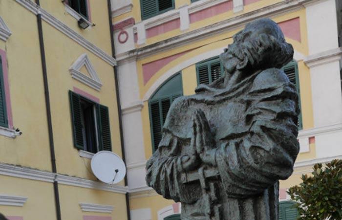 statuja2