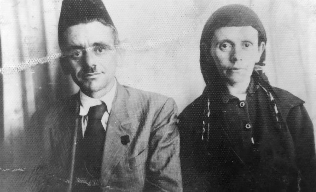 Mehmet Izeti me bashkëshorten, Dizen