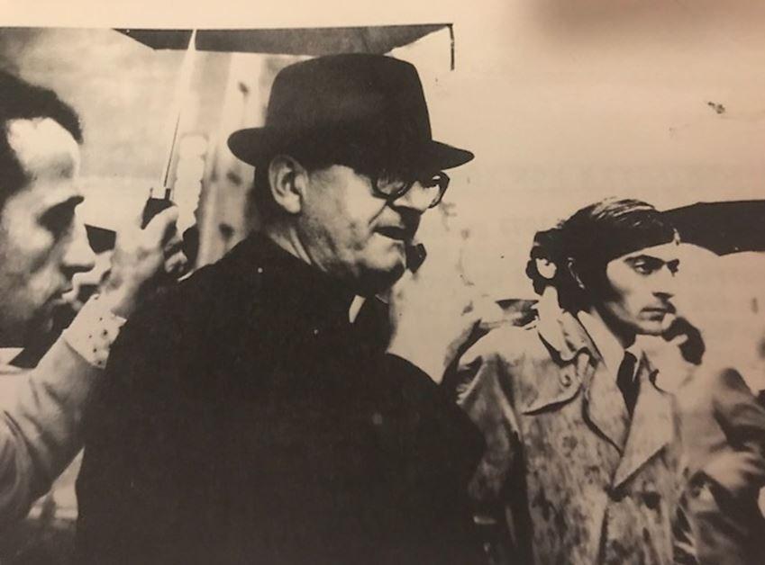 Autori, pjesëmarrës në protestën para OKB-së me Monsinjor Dr. Zef Oroshin, ish-udhëheqësin shpirtëror të komunitetit katolik shqiptar në Nju Jork, 1971