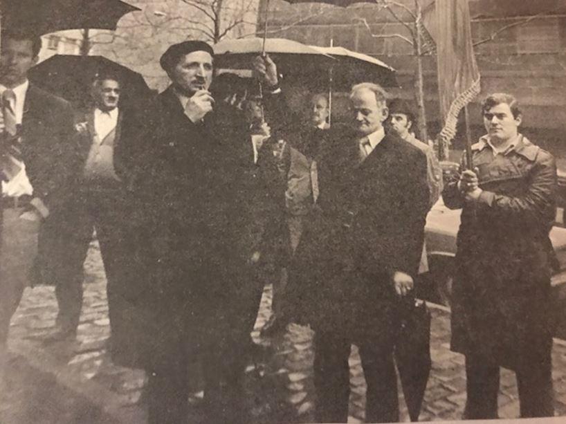 Ish-Udhëheqësi shpirtëror i Komunitetit Mysliman në Nju Jork, i Përndershmi Imam Isa Hoxha, duke folur në demostratën para OKB-së, 1973, e komunitetit shqiptaro-amerikan për të protestuar mbi vrasjen makabër të At Shtjefën Kurtit.